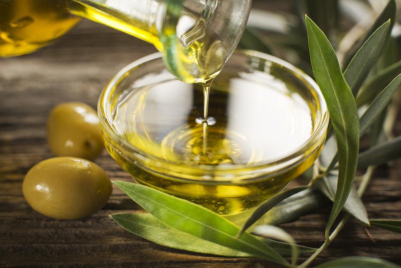 Perché l'olio d'oliva fa bene alla pelle?